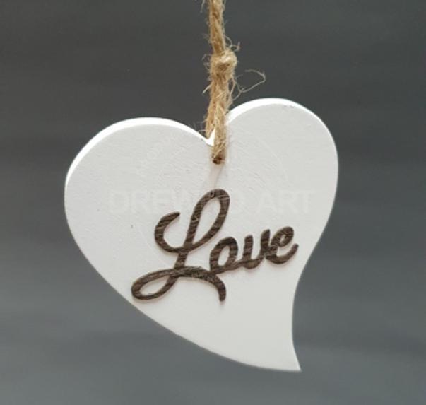 """Serce na sznurku z napisem """"Love"""""""
