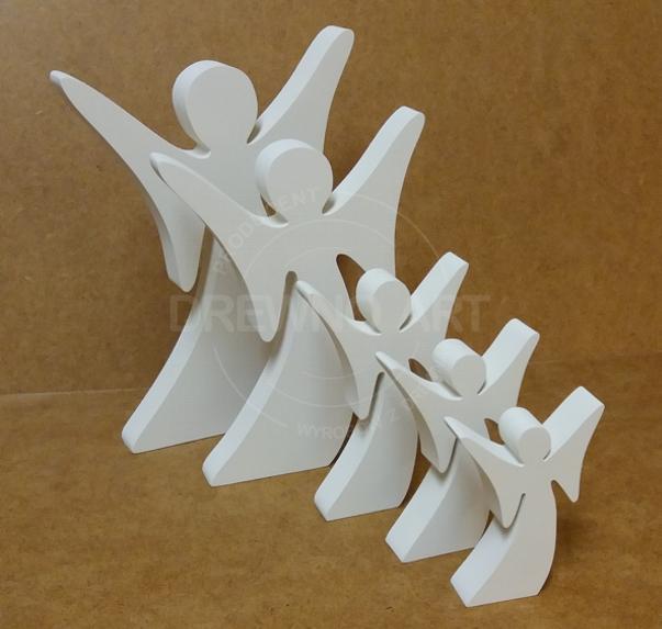 Białe anioły drewniane