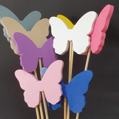 Kolorowe motyle na piku