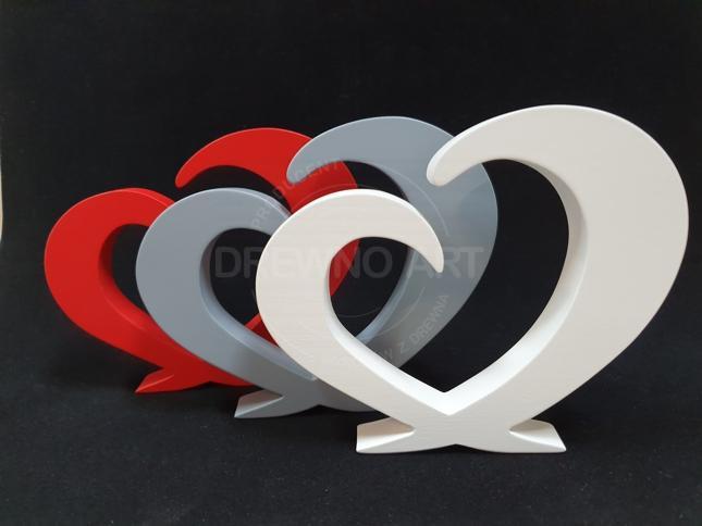 Serca z drewna w różnych kolorach