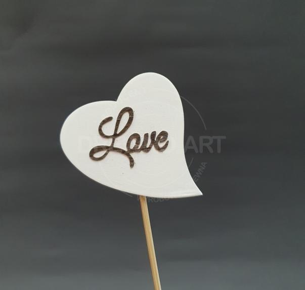 """Serce na piku z napisem """"Love"""""""