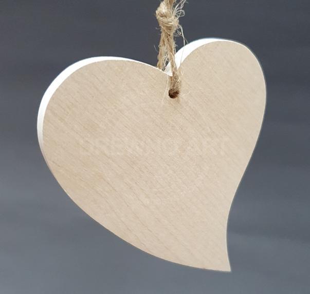 Serce na sznurku z litego drewna