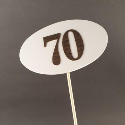 Tabliczka na piku z cyfrą 70