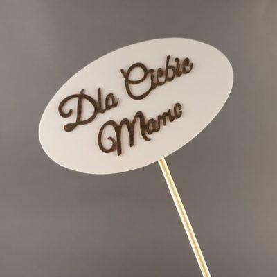 Tabliczka na piku z napisem: Dla Ciebie Mamo
