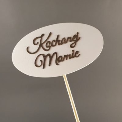 Tabliczka na piku z napisem: Kochanej Mamie