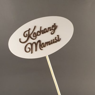 Tabliczka na piku z napisem: Kochanej Mamusi