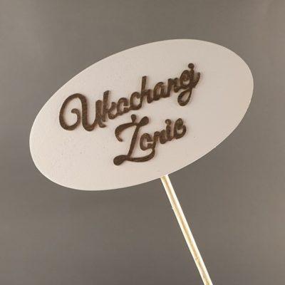 Tabliczka na piku z napisem: Ukochanej Żonie