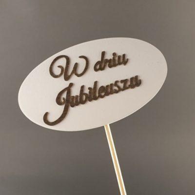 Tabliczka na piku z napisem: W dniu Jubileuszu