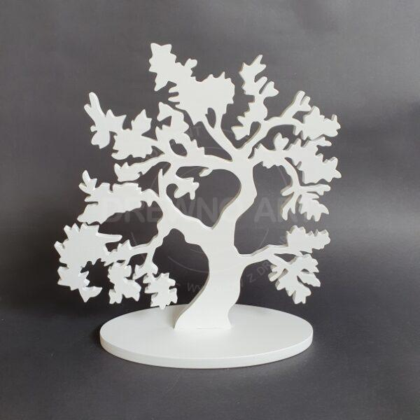 Drzewko z drewna na podstawie