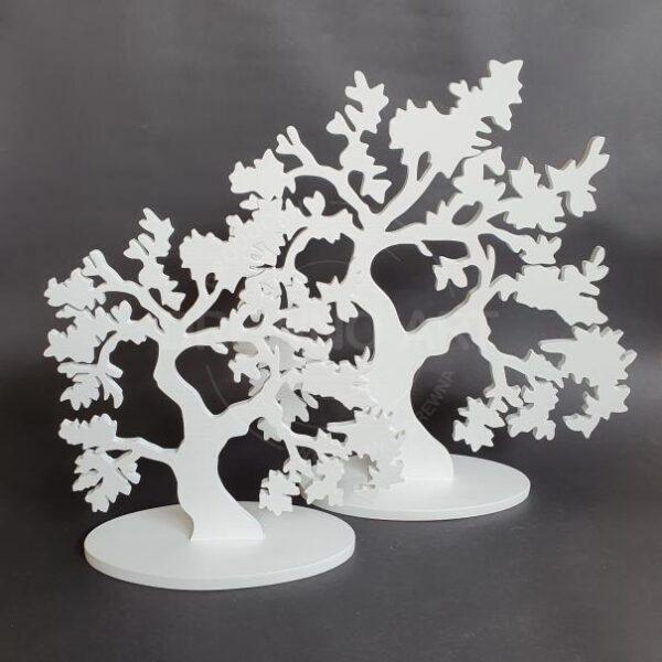Drzewka z drewna na podstawie