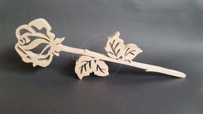 Róża z litego drewna