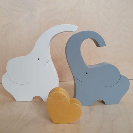 Słonie z drewna ze złotym sercem