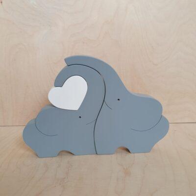 Szare słonie z drewna